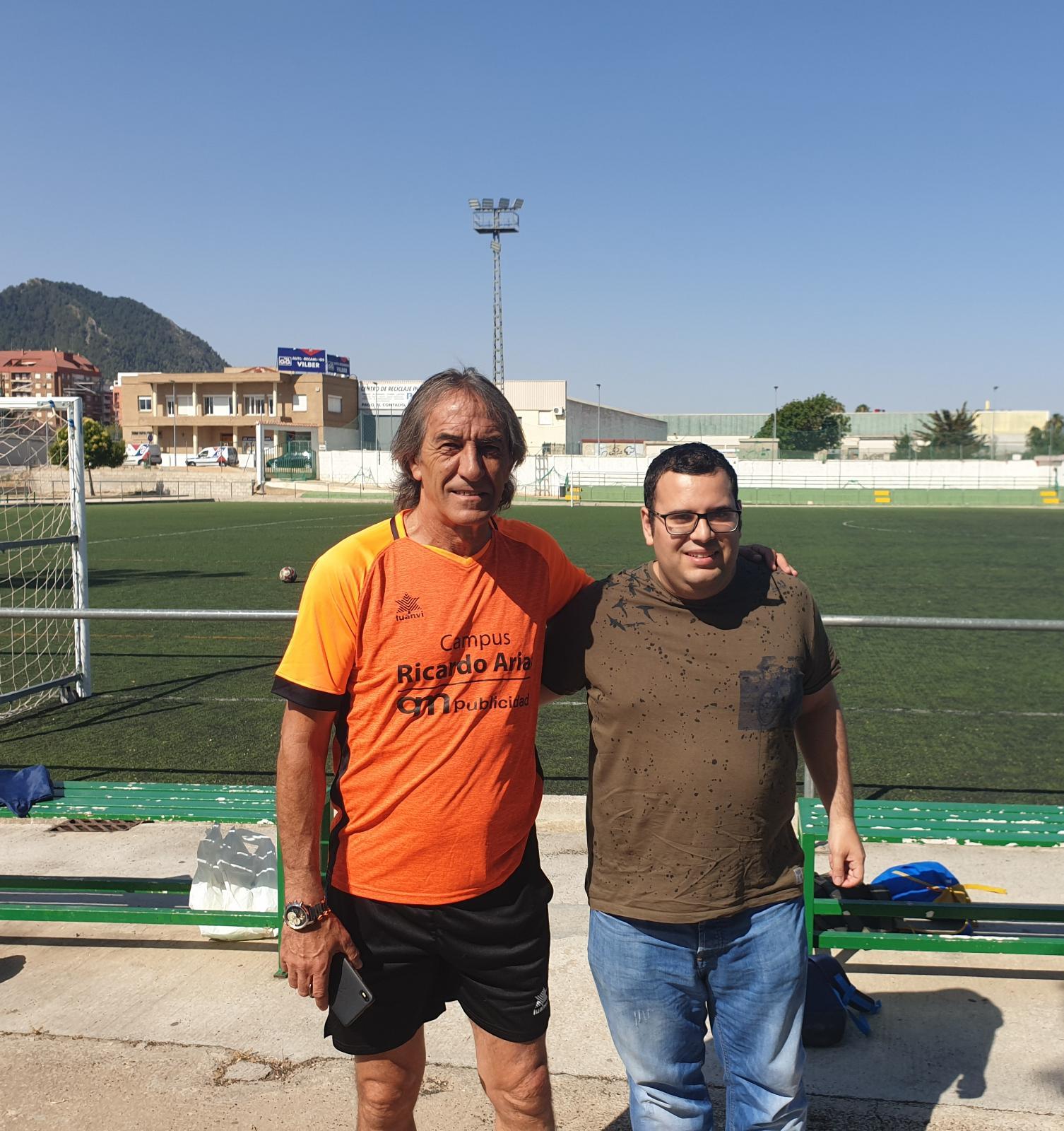 L'ex-jugador del València CF Ricardo Arias hui en «Micro obert»